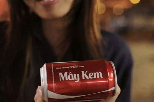 Trước khi Coca sản xuất đại trà và đưa ra quy định các tên được phép in, người tiêu dùng có thể được hỗ trợ in lên lon những tên gọi đặc biệt như thế này