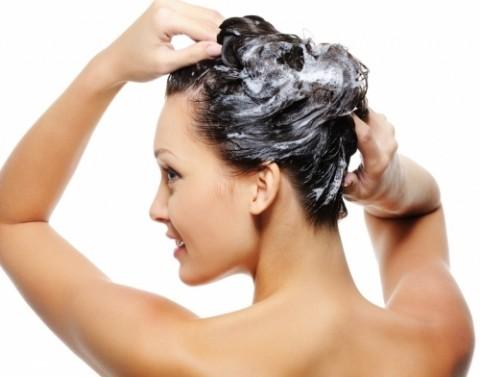 Xoa đều sữa chua lên tóc giúp tóc khoẻ đẹp, bóng mượt
