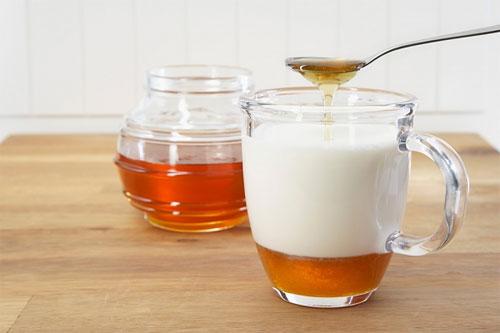 Sữa chua có khả năng tăng độ ẩm và làm trắng sáng làn da
