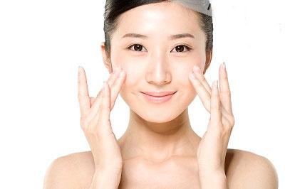 Rửa mặt bằng nước muối là một phương pháp trị da nhờn hiệu quả