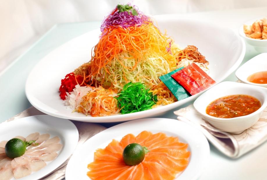 Món Yu Sheng màu sắc rực rỡ - đặc sản ăn Tết tại Singapore và Malaysia