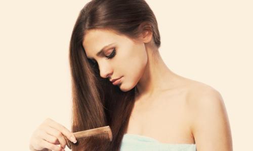 Sử dụng dầu gội cho tóc rụng hiệu quả và hợp lý giúp chị em không còn lo lắng mỗi khi chải đầu. Ảnh minh họa
