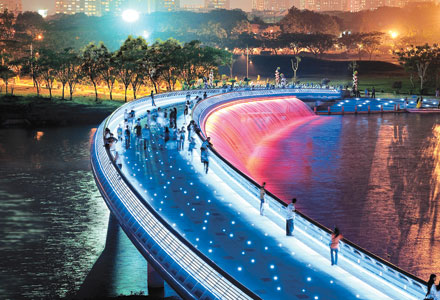 Cầu Ánh Sao là một trong những địa điểm chụp ảnh tết lý tưởng nhất đặc biệt vào buổi tối