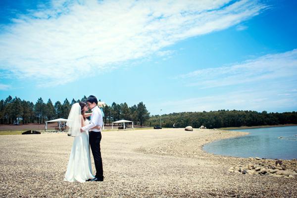Hồ Đại Lải là địa điểm chụp ảnh cưới lãng mạn được nhiều cặp đôi lựa chọn cho mùa cưới năm nay