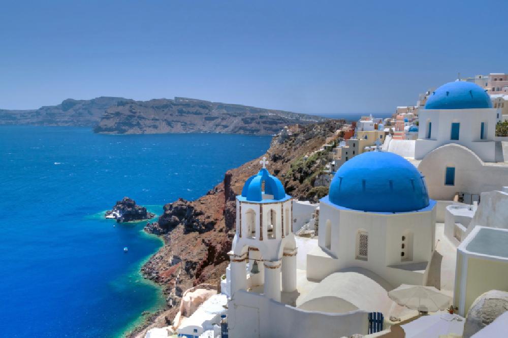 Quần đảo với màu nước ngọc lam là một điểm đến du lịch nổi tiếng của Hy Lạp với những ngọn núi mộc mạc