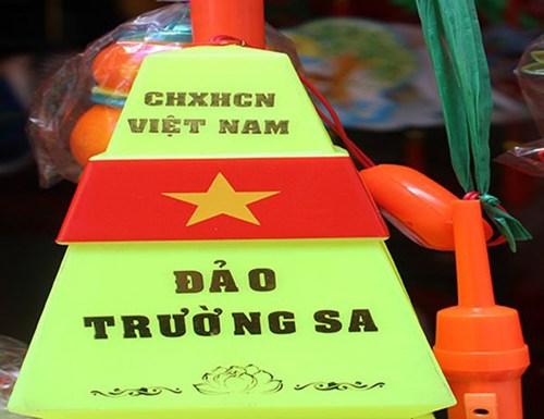 Lồng đèn in cột mốc đảo Trường Sa Việt Nam trong mùa trung thu 2014