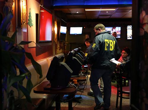 tin tức mới cập nhật hôm nay đưa tin cảnh sát Mỹ đột kích quán cà phê Việt