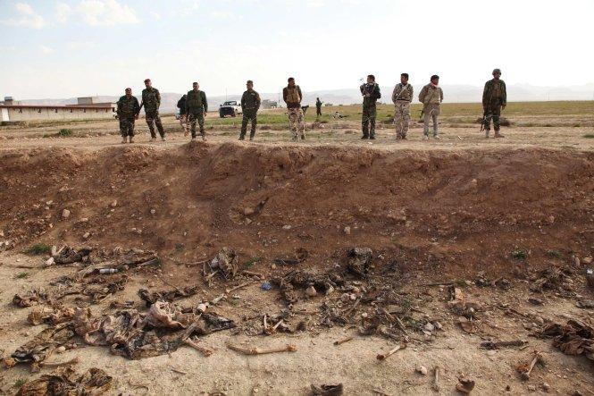 Một ngôi mộ tập thể chứa nạn nhân của IS ở Iraq