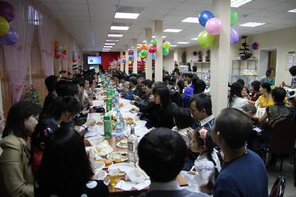 Cộng đồng người Việt ở chợ Admiral-thành phố Kazan, Nga tổ chức đón mừng năm mới