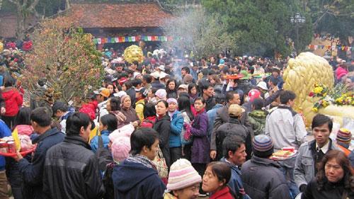 Ngành giáo dục cấm quan chức tham dự lễ hội đầu năm