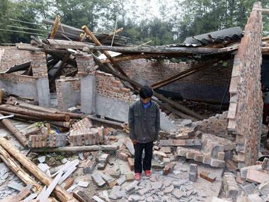 Hình ảnh người dân phải đau khổ khi phải hứng chịu thiệt hại lớn khi mất đi nơi sinh sống