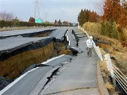 Các con đường gần như bị phá huỷ hoàn toàn