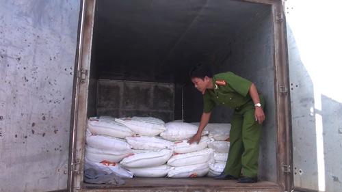 Số lượng đường cát nhập lậu gia tăng đột biến trên các tuyến biên giới của tỉnh Long An