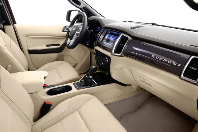Nội thất của Ford Everest 2015 có các trang bị hiện đại và đổi mới mạnh mẽ