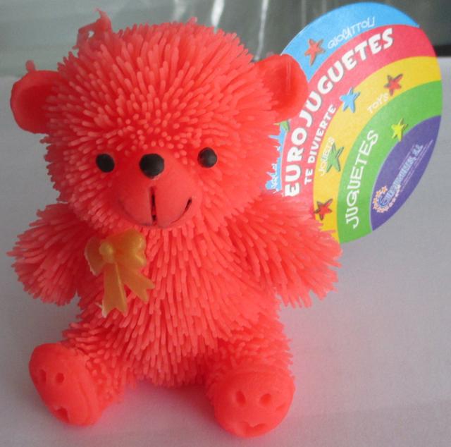 Gấu bông phát sáng làm từ nhựa do Trung Quốc sản xuất dễ gây hại cho trẻ