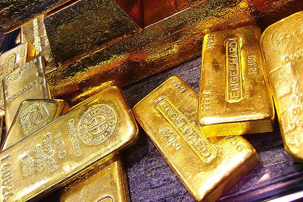 Giá vàng hôm nay bất ngờ đạt mức cao nhất trong gần 1 năm
