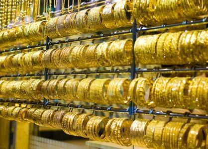 Giá vàng thế giới tiếp tục chịu áp lực từ sức mạnh của đồng đô la
