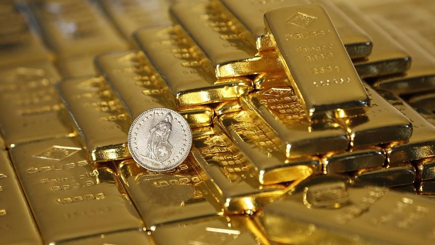 Giá vàng thế giới lao dốc nhanh do chứng khoán và đô la phục hồi