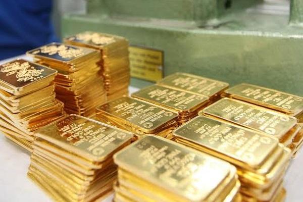 giá vàng thế giới lập đáy khi đô la tăng vọt sau quyết định tăng lãi suất của FED