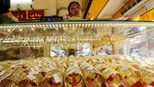 Đồng đô la suy yếu làm tăng sức hấp dẫn cho giá vàng thế giới