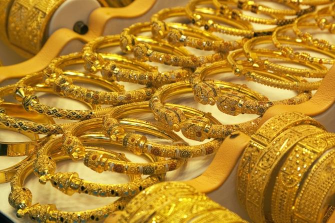 giá vàng hôm nay 22/4 mất đà do các nhà đầu tư đang ngóng tin từ ngân hàng