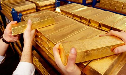 giá vàng thế giới đang chịu áp lực trước sức mạnh của đồng đô la