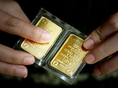 Giá vàng trong nước và thế giới đều giảm do áp lực từ đồng đô la