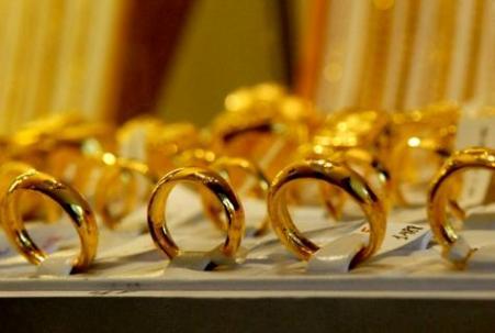 giá vàng thế giới đang chịu tác động trước đồn đoán tăng lãi suất vào đầu tháng tới