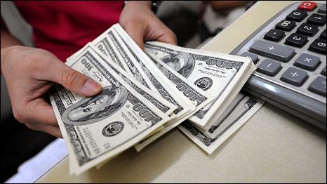 Trước đà tăng cao của giá vàng hôm nay, giá đô la vẫn tiếp tục trượt dốc