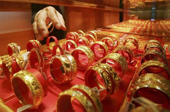 giá vàng thế giới được hưởng lợi khi đô la suy yếu