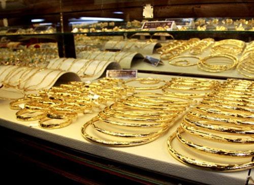 giá vàng thế giới giảm, ngược chiều với chứng khoán toàn cầu và đô la