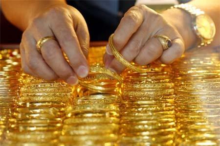 Đồng đô la phục hồi trở lai tiếp tục gây áp lực lên giá vàng