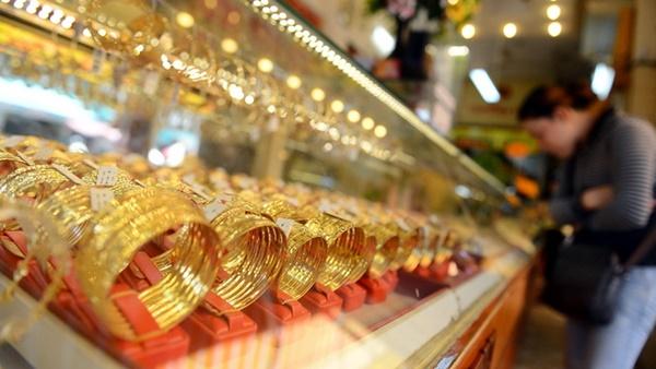 giá vàng hôm nay ghi nhận mức đáy 2 tuần và giảm 10,5% trong năm 2015