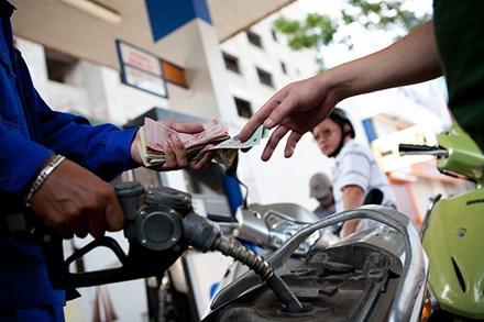 giá xăng dầu thế giới liên tục giảm xuống ở mức thấp nhưng giá xăng trong nước không giảm