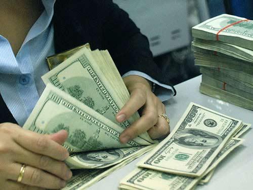 Giá vàng hôm nay vẫn chịu sức ép từ sức mạnh của đồng đô la