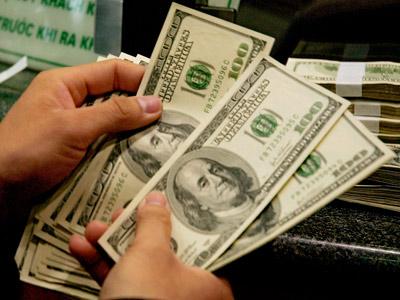 Đồng đô la vẫn tăng mạnh, gây sức ép lớn lên giá vàng hôm nay