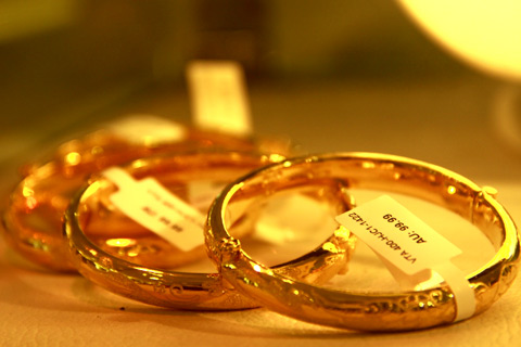 giá vàng thế giới hôm nay tiếp tục tăng mạnh và được dự đoán vàng vẫn giữ được vị trí an toàn trong năm 2015 ở mức trên 1200 USD/ounce