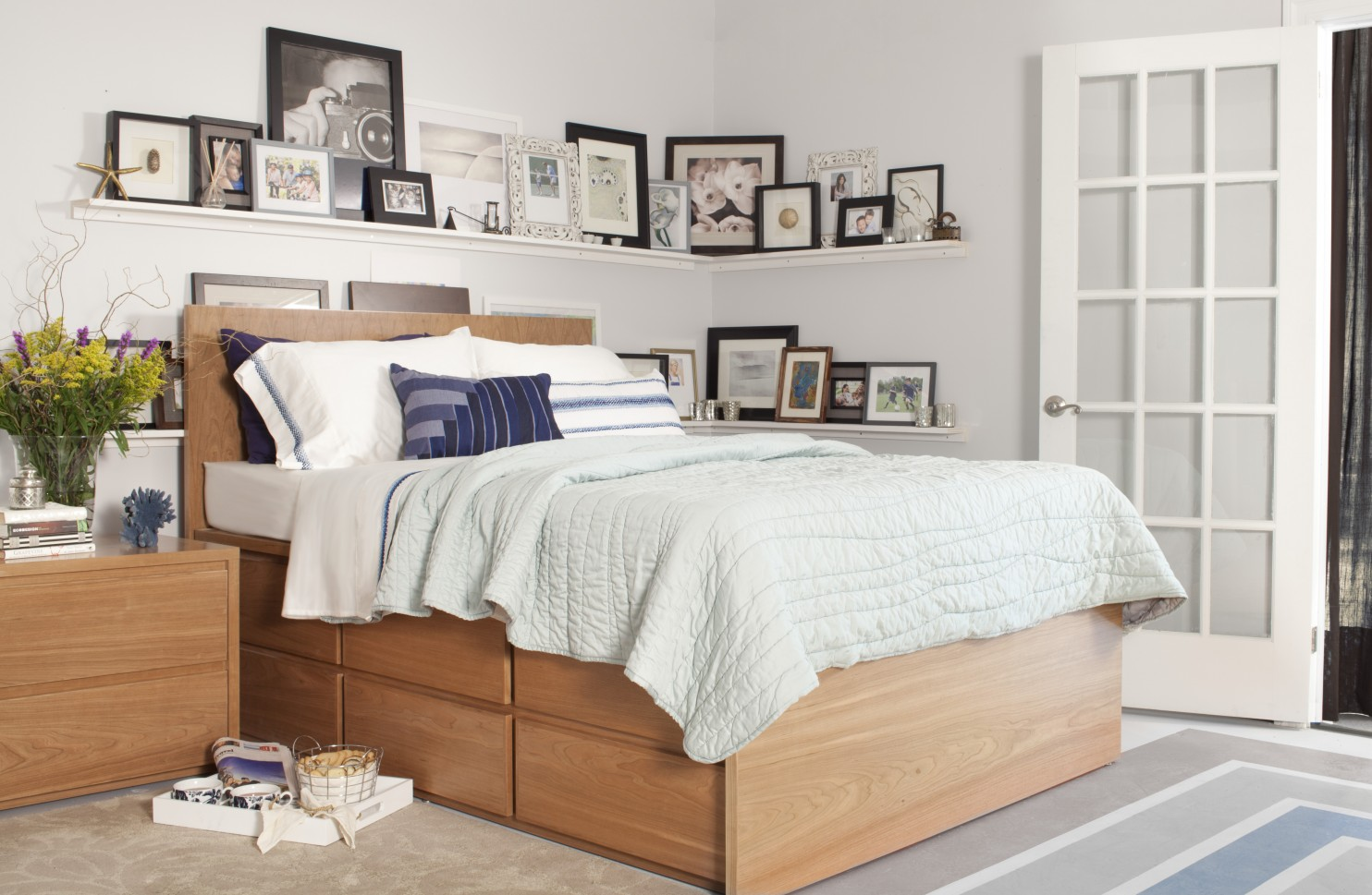 Giường ngủ với ngăn đựng đồ có khả năng lưu trữ nhiều vật dụng