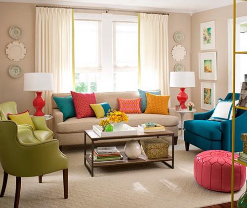 Những chiếc gối cho ghế sofa sẽ làm phòng khách nổi bật hơn. Ảnh minh họa