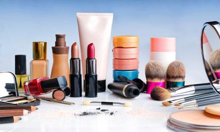 Hàng loạt hóa chất độc hại tiềm ẩn trong mỹ phẩm