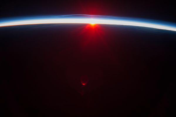 Hình ảnh tuyệt đẹp của Mặt Trời lúc nửa đêm