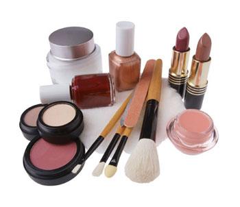 Nhiều loại hóa chất độc hại có trong các loại mỹ phẩm thường dùng