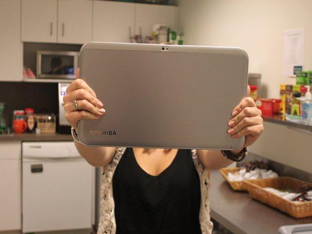 Máy tính bảng của Toshiba là một sản phẩm siêu lớn nhưng không được ưa chuộng