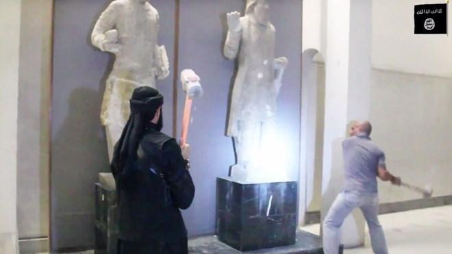 Khủng bố IS tung video đập phá các di sản văn hóa tại Iraq hôm 26/2
