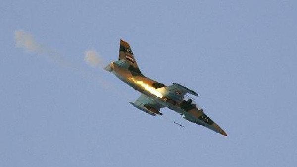 Máy bay chiến đấu của Syria đang bắn rocket xuống một mục tiêu ởTel Rifaat hồi năm 2012