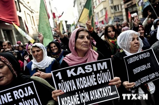 Người Kurd xuống đường tuần hành chống khủng bố IS tại Istanbul (Thổ Nhĩ Kỳ)