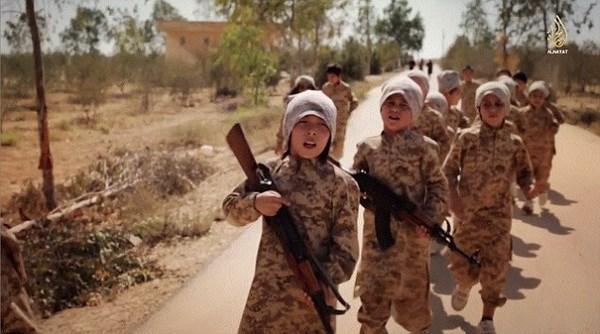 Khủng bố IS đào tạo trẻ em thành các chiến binh