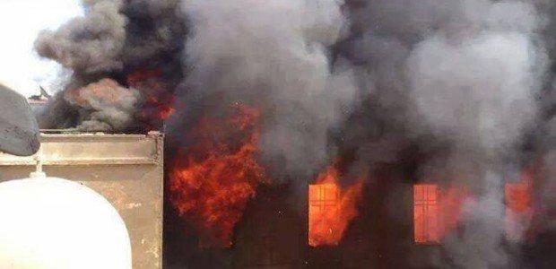 Một nhà thờ 1800 tuổi bị khủng bố IS đốt cháy ở Mosul của Iraq