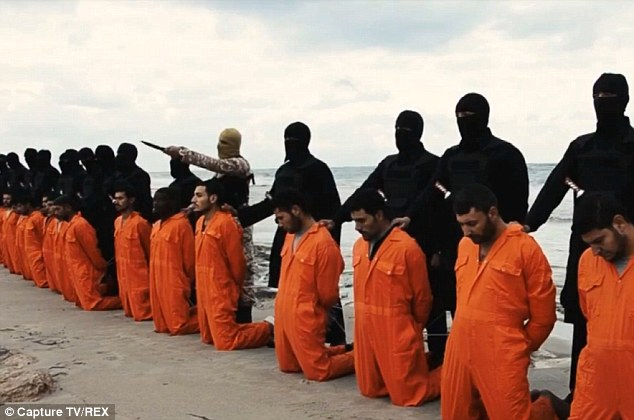 Hình ảnh trong đoạn video khủng bố IS hành quyết 21 người Ki tô giáo