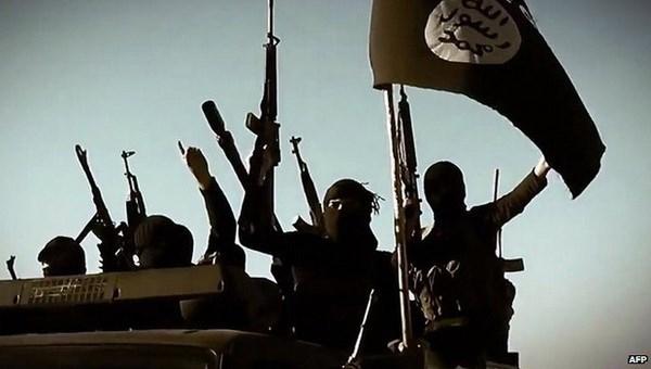 Khủng bố IS tái chiếm lại thị trấn dầu mỏ chiến lược ở Iraq